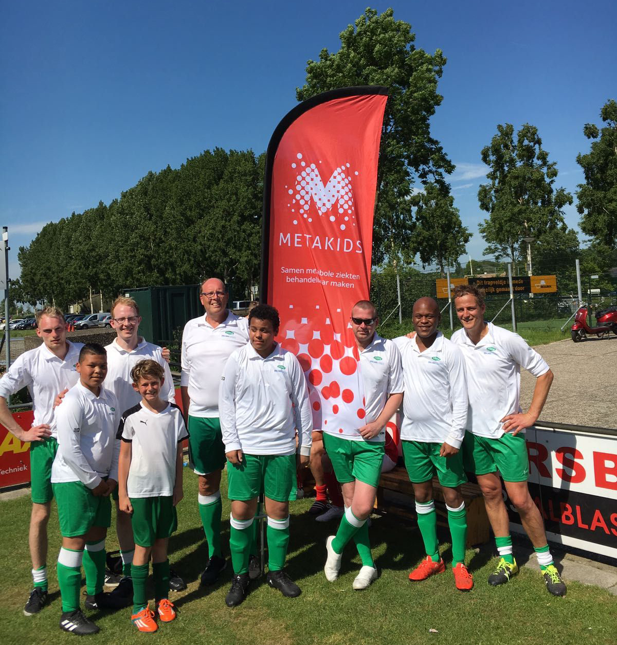 Ritra Cargo plays football for Metakids – Team photo